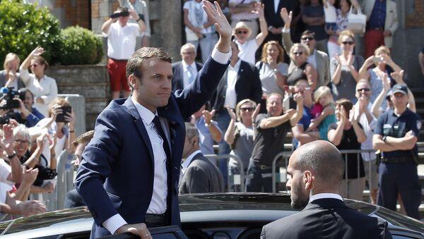 Центристское движение Вперед, республика президента Франции Эммануэля Макрона лидирует на выборах в Национальное собрание (нижняя палата парламента)