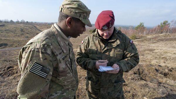 Военнослужащие США и Польши во время совместных учений
