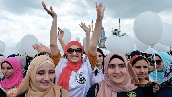 Участники на праздничном митинге-концерте в честь Дня России в Грозном. 12 июня 2017