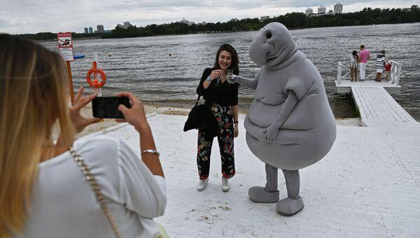 Посетители на фестивале-показе Каннские львы в Москве