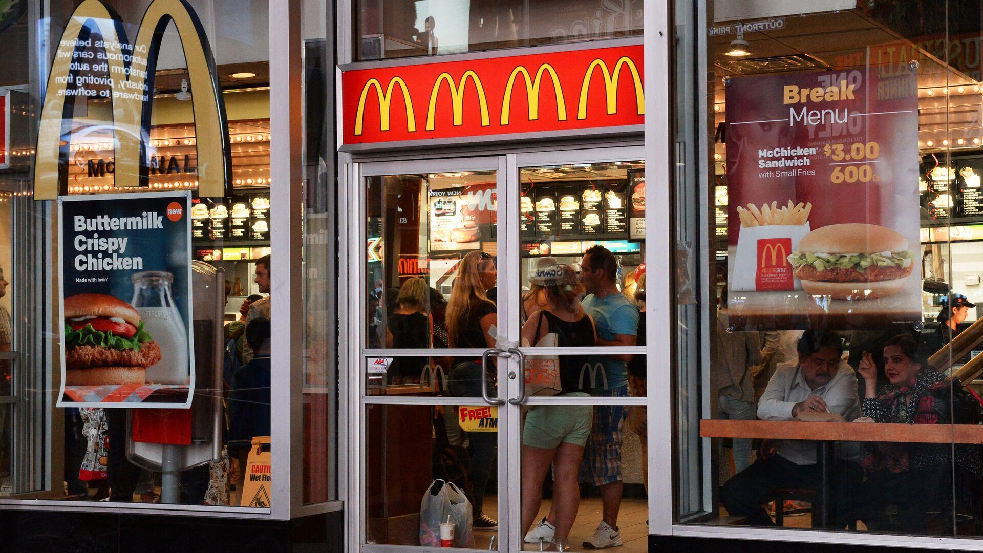Ресторан быстрого питания Макдоналдс в Нью-Йорке - РИА Новости, 1920, 03.08.2021