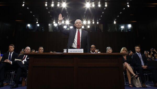 Генеральный прокурор Джефф Сешнс на слушаниях в сенатском комитете по разведке. 13 июня 2017