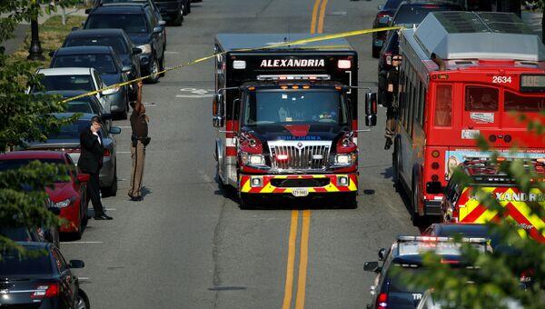 Машина скорой помощи на месте нападения на конгрессменов в Александрии, штат Вирджиния. Архивное фото