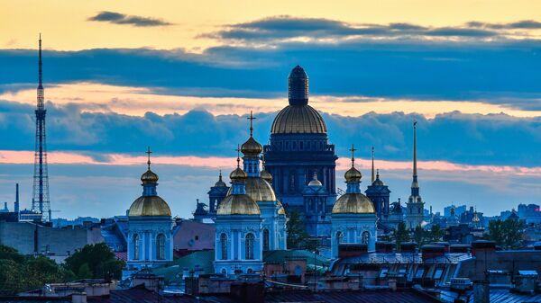 Николо-Богоявленский морской собор, Исаакиевский собор и Петропавловская крепость в Санкт-Петербурге