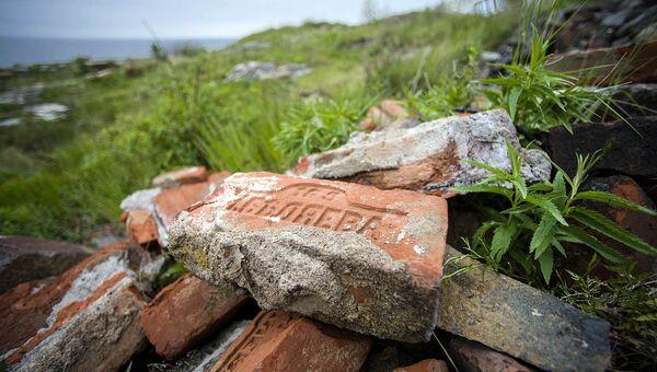 Кирпичи в основании дома, остров Соммерс