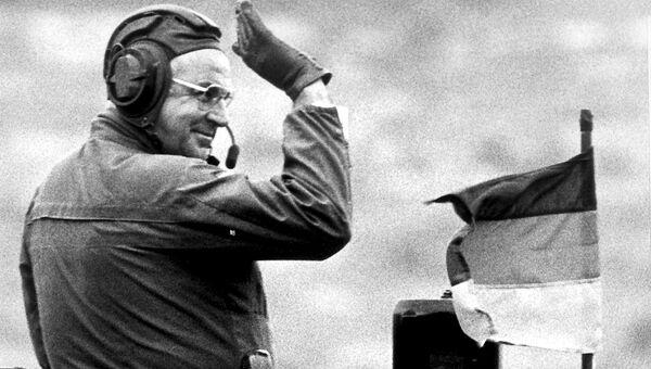 Канцлер Германии Гельмут Коль на танке Леопард.  17 сентября 1986 года