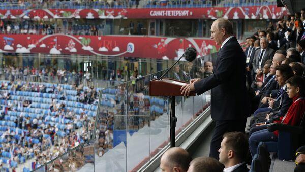 Президент РФ Владимир Путин выступает на стадионе Санкт-Петербург перед матчем Кубка конфедераций-2017. 17 июня 2017