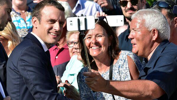 Президент Франции Эммануэль Макрон после голосования на парламентских выборах второго тура
