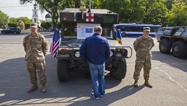 Военная техника США в Кишиневе во время учений НАТО Dragon Pioneer. Архивное фото.