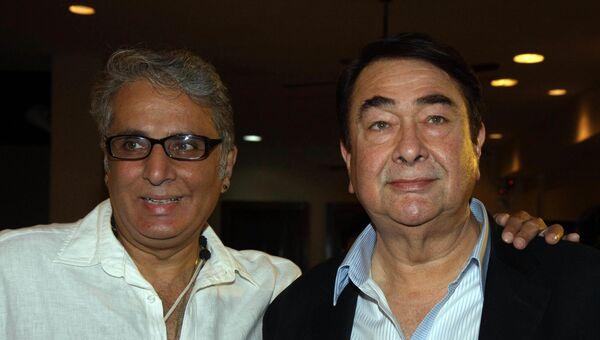Известный индийский актер и писатель Адитья Радж Капур (слева)