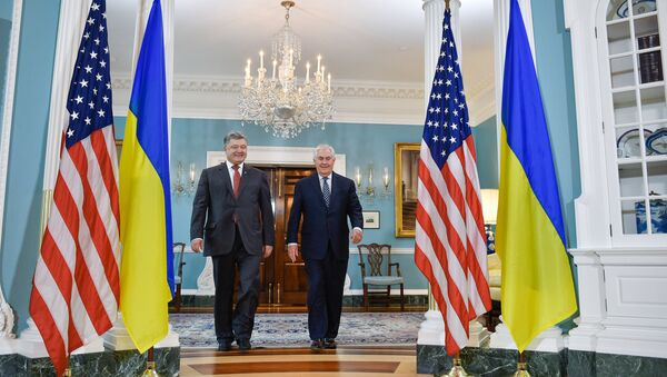 Петр Порошенко и Рекс Тиллерсон в Вашингтоне. Архивное фото