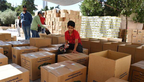 Подготовка и распределение гуманитарной помощи от фонда Ахмата Кадырова для семей погибших военнослужащих сирийской армии в Дамаске. Архивное фото