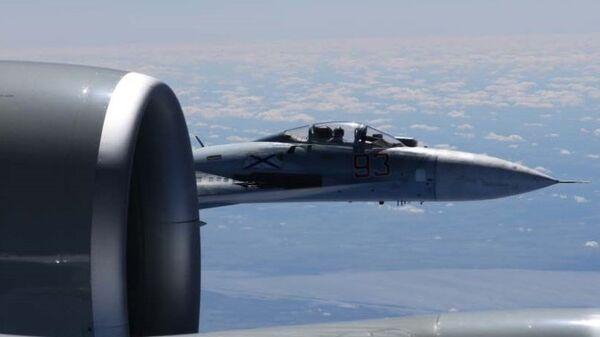 Сближение российского Су-27 с самолетом-разведчиком США RC-135U
