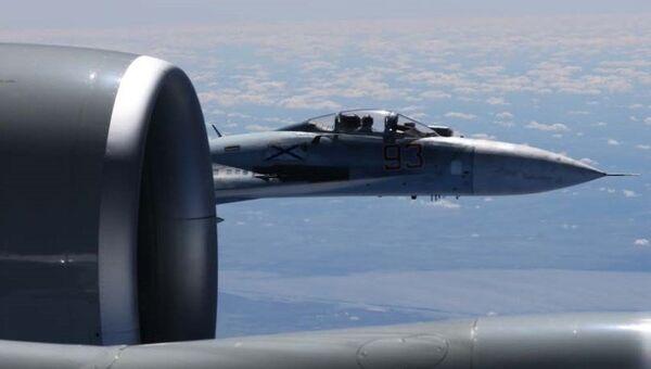 Сближение российского Су-27 с самолетом-разведчиком США. Архивное фото