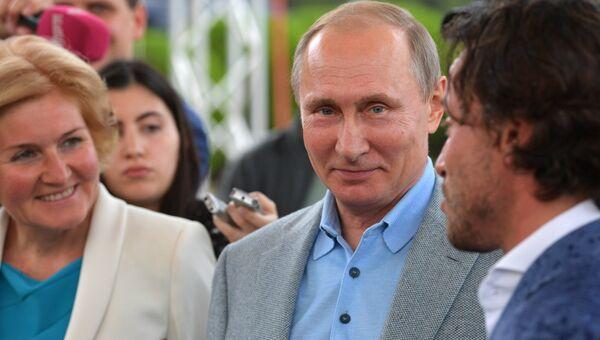 Президент РФ Владимир Путин во время посещения международного детского центра Артек в Крыму. 24 июня 2017