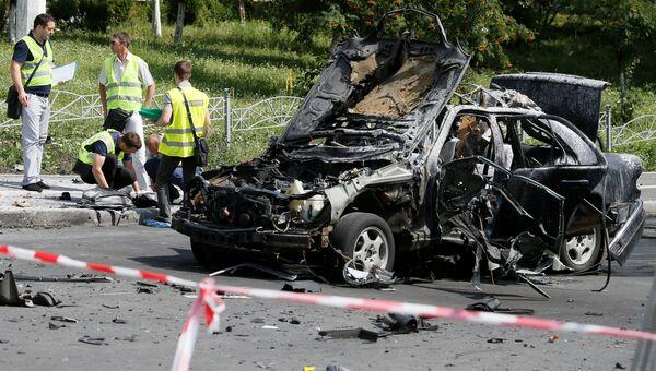 Автомобиль Mercedes в Соломенском районе Киева после взрыва. 27 июня 2017