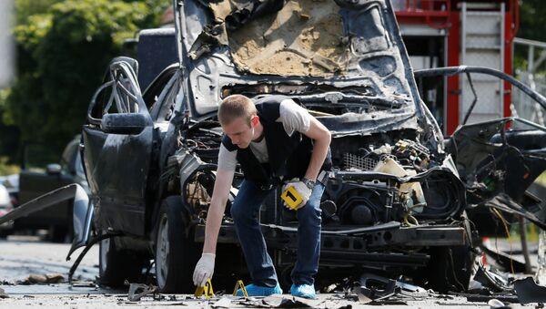 Автомобиль Mercedes в Соломенском районе Киева после взрыра. 27 июня 2017