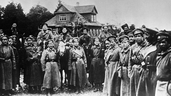 Братание солдат Дикой дивизии с революционными войсками под Петроградом