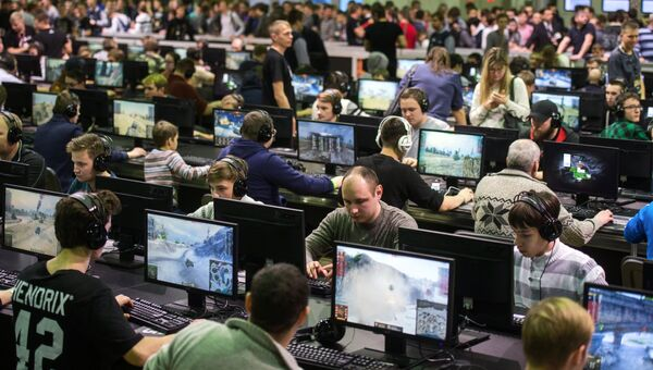 Геймеры на первом музыкально-техническом игровом фестивале Wargaming Fest в Центральном выставочном комплексе Экспоцентр в Москве