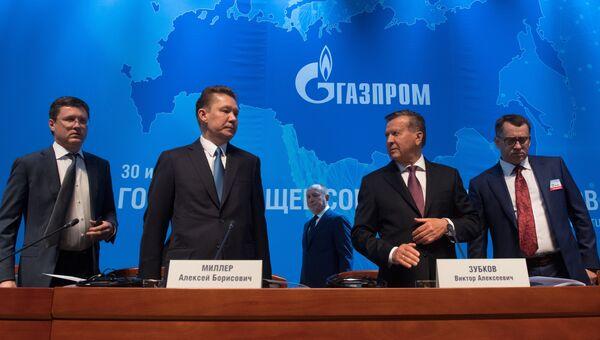 Председатель правления ПАО Газпром Алексей Миллер и председатель совета директоров ПАО Газпром Виктор Зубков во время годового собрания акционеров ПАО Газпром. 30 июня 2017