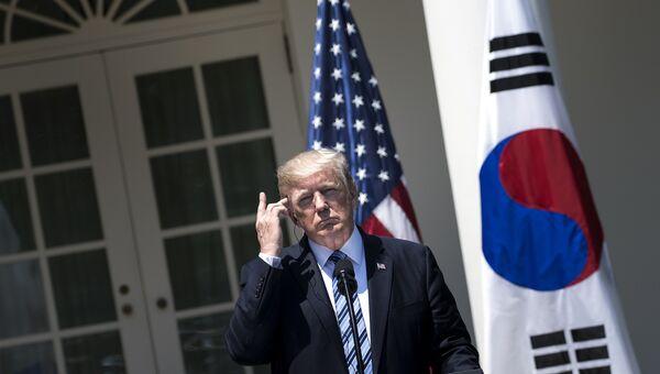 Дональд Трамп во время пресс-конференции с президентом Южной Кореи Мун Чжэ Ином в Вашингтоне. 30 июня 2017