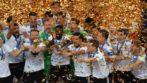 Игроки сборной Германии - победители Кубка конфедераций-2017 на церемонии награждения после окончания финального матча Кубка конфедераций-2017 по футболу между сборными Чили и Германии