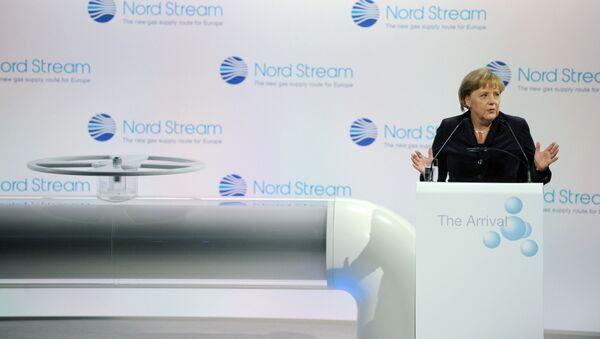 Ангела Меркель у символического вентиля на церемонии, посвященной началу поставок российского газа по трубопроводу Северный поток