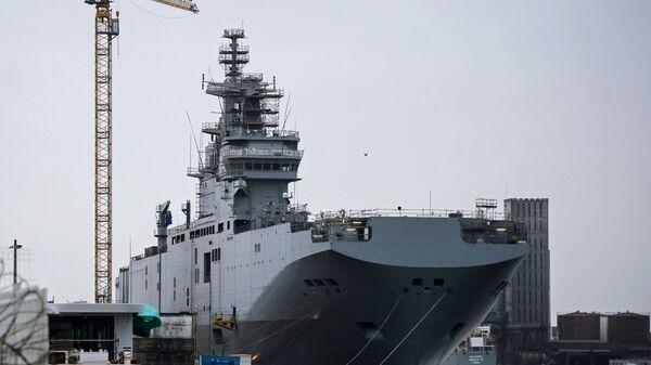 Десантный вертолетоносный корабль-док Мистраль на судостроительном заводе