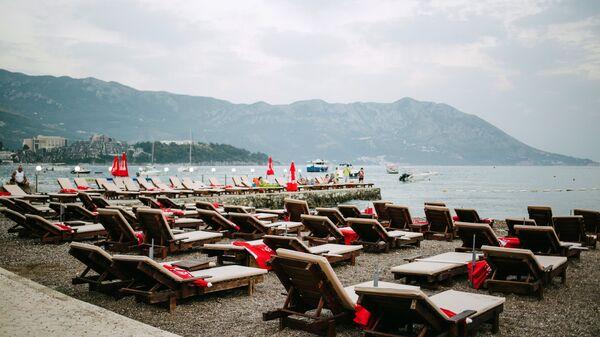 Пляж в городе Будва в Черногории
