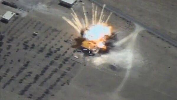Минобороны РФ показало, как крылатые ракеты ВКС уничтожили склады ИГ* в Сирии