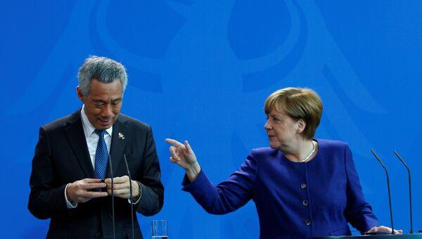 Премьер-министр Сингапура Ли Сяньлун во время встречи с канцлером Германии Ангелой Меркель накануне саммита G20 в Гамбурге