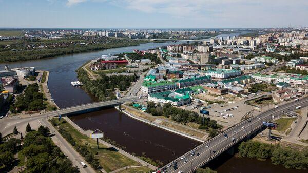 В Омске на реке Омь обнаружил пятна нефтепродуктов