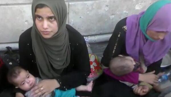 Эвакуированные из Мосула жены боевиков ИГ с детьми