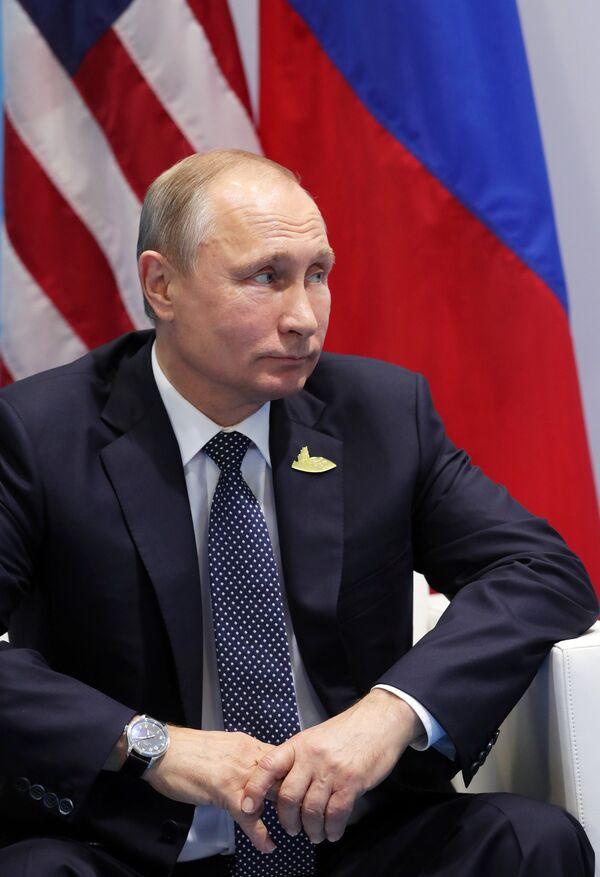 Президент РФ Владимир Путин во время встречи с президентом США Дональдом Трампом на полях саммита лидеров Группы двадцати G20 в Гамбурге. 7 июля 2017