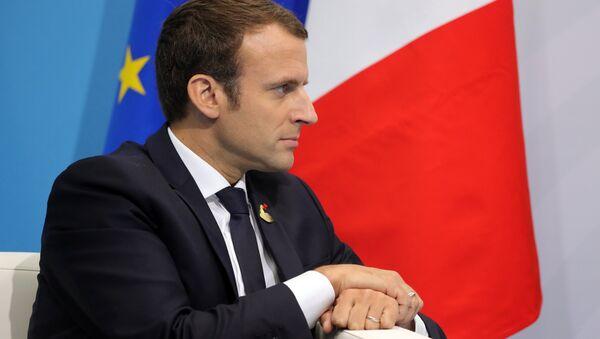 Президент Франции Эммануэль Макрон во время беседы с президентом РФ Владимиром Путиным на полях саммита лидеров Группы двадцати G20 в Гамбурге. 8 июля 2017