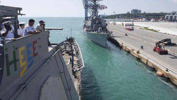Корабль USS Hue City ВМС США в порту Одессы, Украина. 10 июля 2017