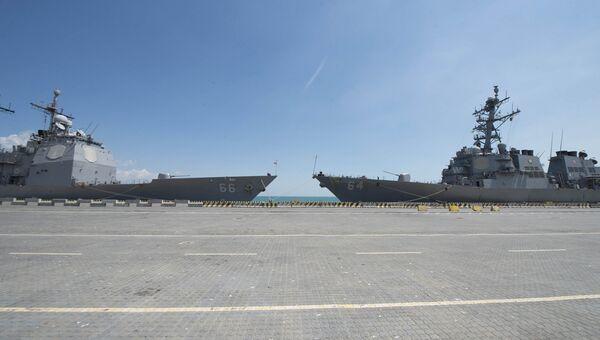Корабли ВМС США USS Hue City и USS Carney в порту Одессы, Украина. 10 июля 2017
