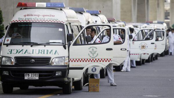 Ряд машин скорой помощи, Таиланд. Архивное фото