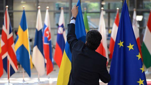 Флаги Украины и ЕС во время саммита ЕС в Брюсселе. Архивное фото