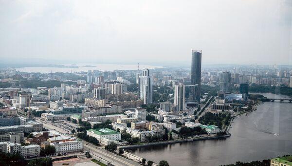 Вид на Екатеринбург со смотровой площадки бизнес-центра Высоцкий. Архивное фото