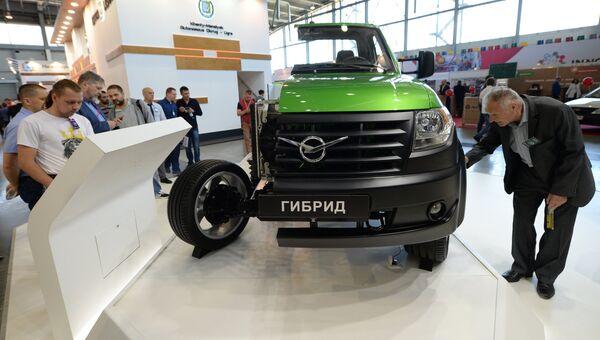 Стенд УАЗ в экспозиции на 8-й Международной промышленной выставке Иннопром - 2017 в международном выставочном центре Екатеринбург-ЭКСПО
