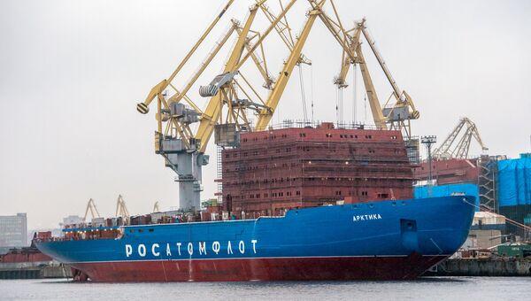 Строительство ледокола Арктика в доках АО Адмиралтейские верфи. Архивное фото
