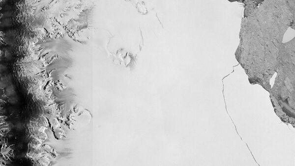 Айсберг откололся от ледника в Антарктиде