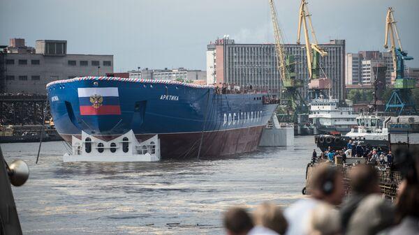 Спуск на воду головного атомного ледокола проекта Арктика в Санкт-Петербурге