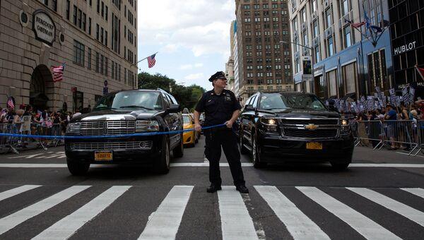 Полицейский в Нью-Йорке. Архивное фото