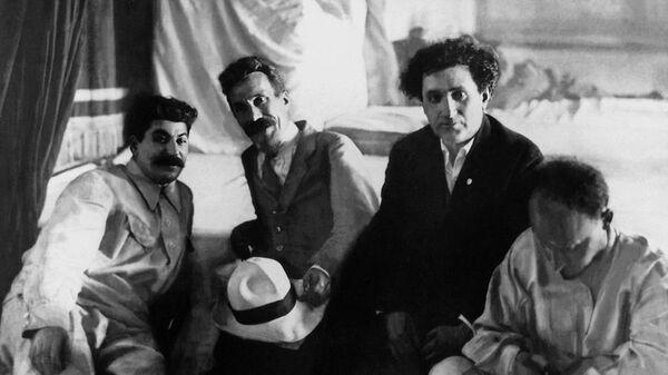 Иосиф Сталин, Алексей Рыков, Григорий Зиновьев и Николай Бухарин на XII съезде РКП(б)