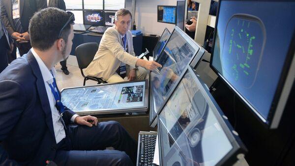 Авиасимулятор на Международном авиационно-космическом салоне МАКС-2017 в Жуковском. Архивное фото