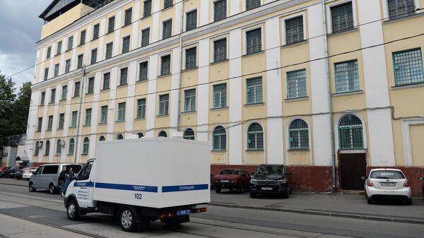 Полицейский фургон у СИЗО № 1 УФСИН России по Москве
