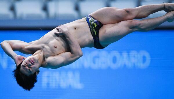 Кённам Ким (Республика Корея) в финальных соревнованиях по прыжкам в воду с трамплина 1 м среди мужчин на чемпионате мира FINA 2017