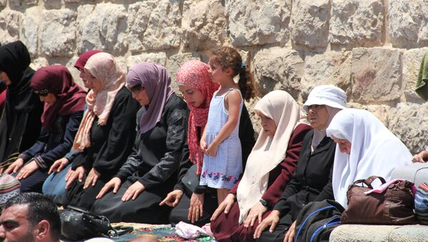 Мусульмане на молитве в Старом городе Иерусалима. Архивное фото